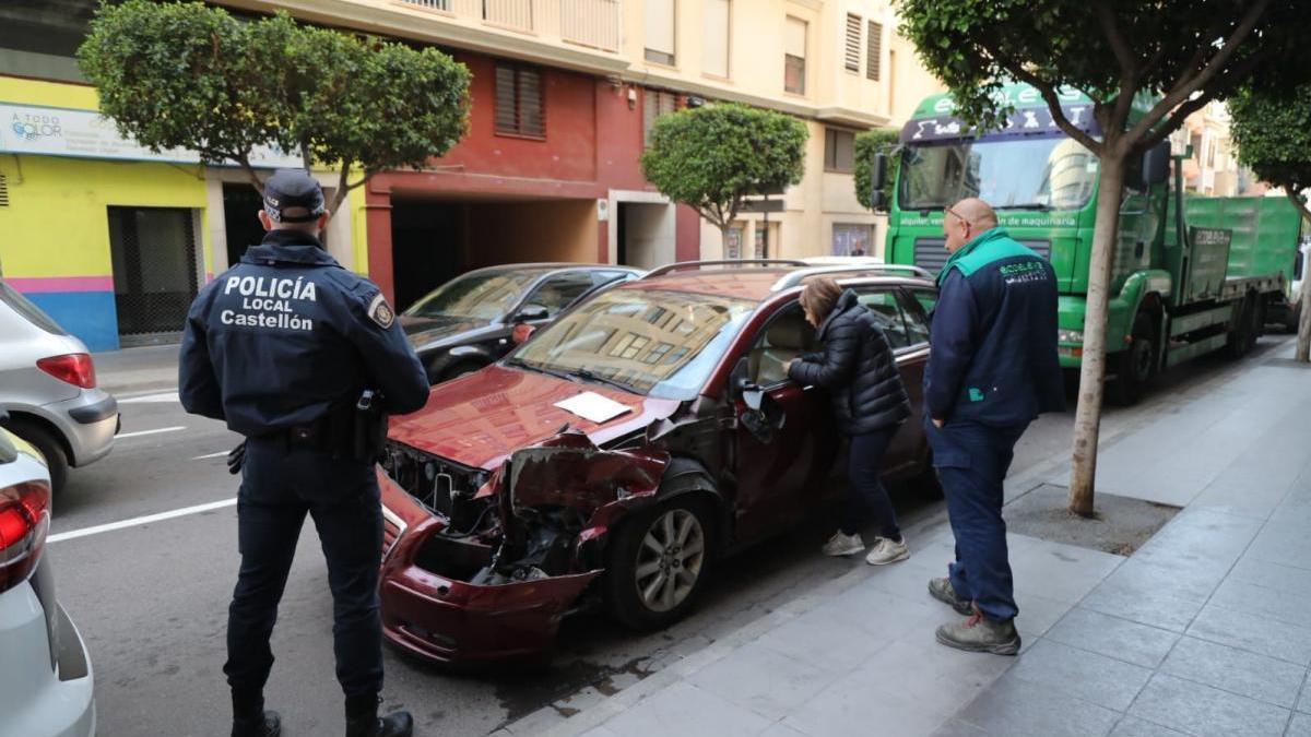 Aparatoso accidente de tráfico en la ronda Mijares de Castelló