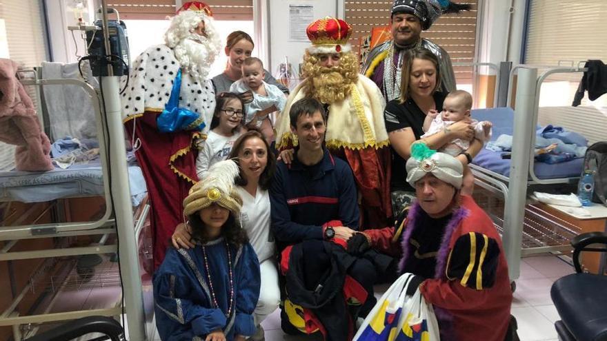 La última tarea de los Reyes: visitar a los niños hospitalizados en Ourense
