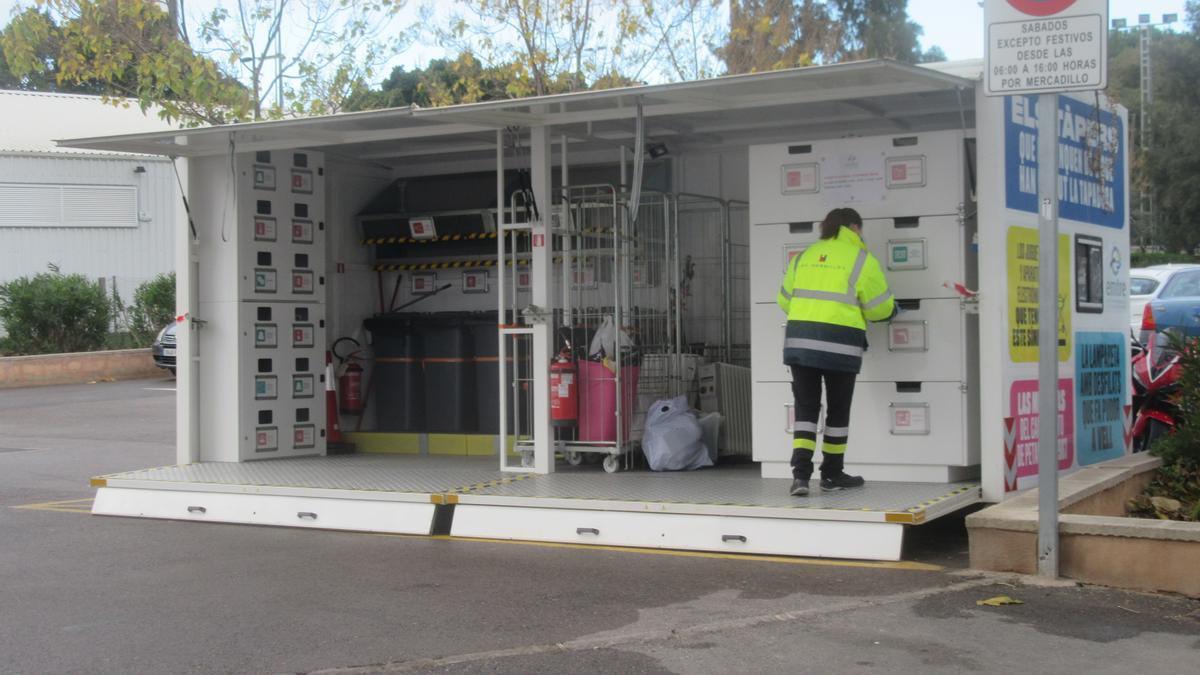 Ecoparque móvil de la Emtre en Burjassot