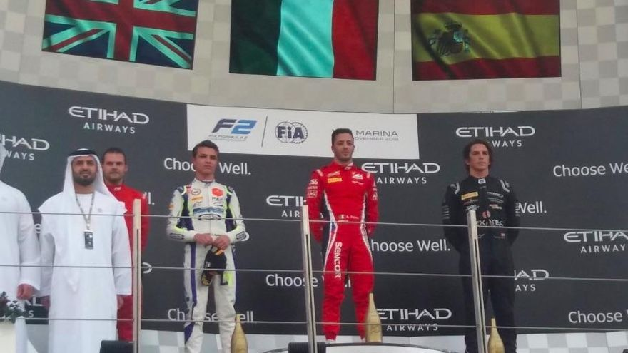 Roberto Merhi acaba tercero la última carrera del año en F2