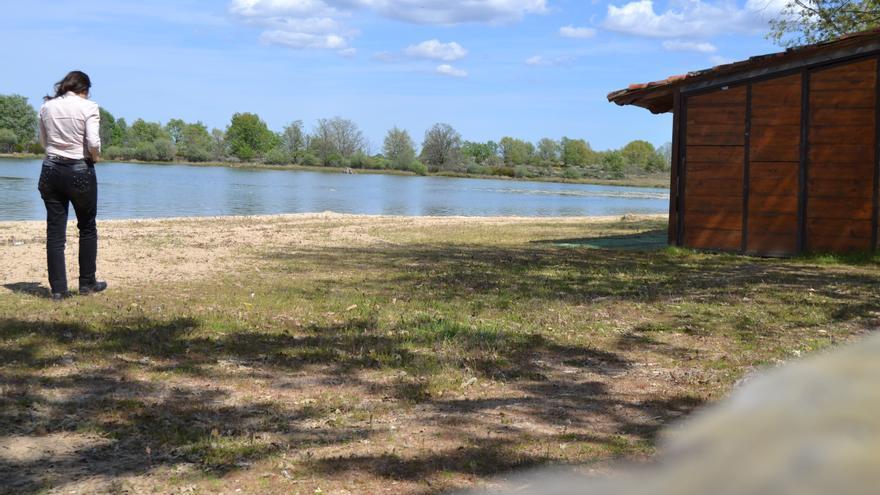 El aumento de casos de coronavirus obliga a cerrar una playa de Villardeciervos