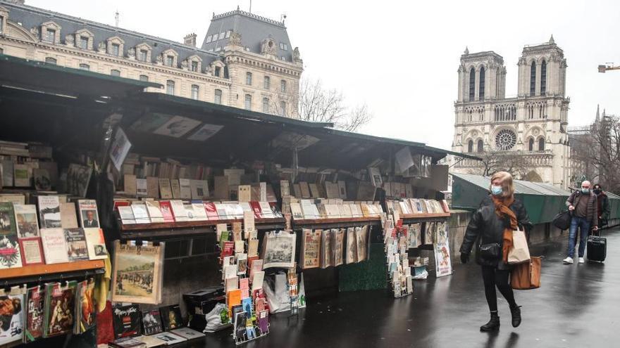 Francia limitará más drásticamente las entradas al país por la covid