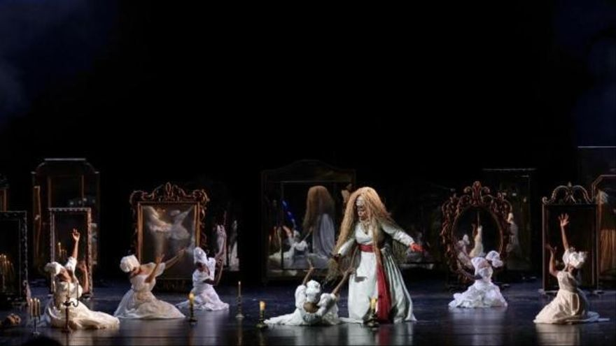 Suspenden una función en el Teatro Real por las protestas de parte del público