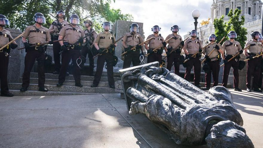 """España protesta de """"forma discreta"""" por la destrucción de varias estatuas en EEUU"""