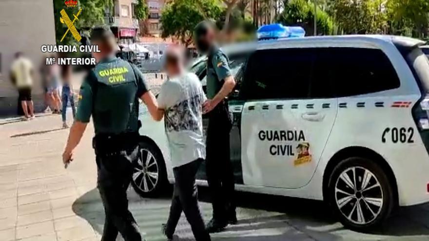 Acusan de tentativa de homicidio al conductor que estrelló su coche contra la terraza de un bar en Xàbia