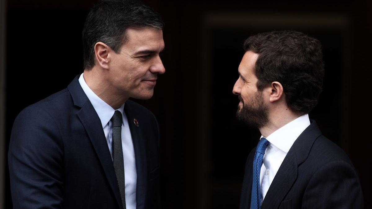 Pedro Sánchez, presidente del Gobierno, y Pablo Casado, líder del PP, en una imagen de archivo