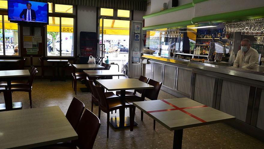 """Cangas inicia el puente con restaurantes cerrados y los hosteleros """"indignados"""" con las restricciones"""