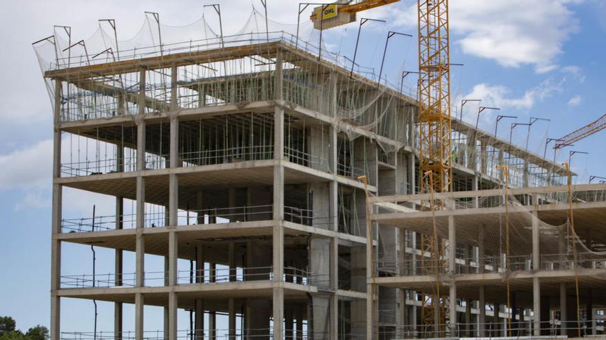 El nuevo hospital sigue a buen ritmo tras el breve parón de abril