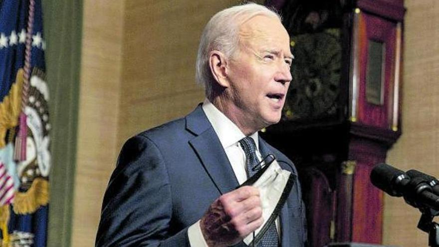 Biden endurece el pulso e impone a Rusia más sanciones con la economía en la diana