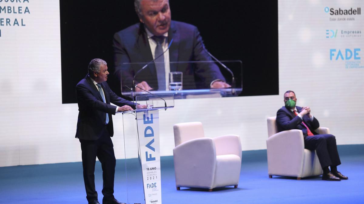 """Belarmino Feito se """"echa a un lado"""" para apoyar la candidatura a la Fade de su vicepresidenta, María Calvo"""