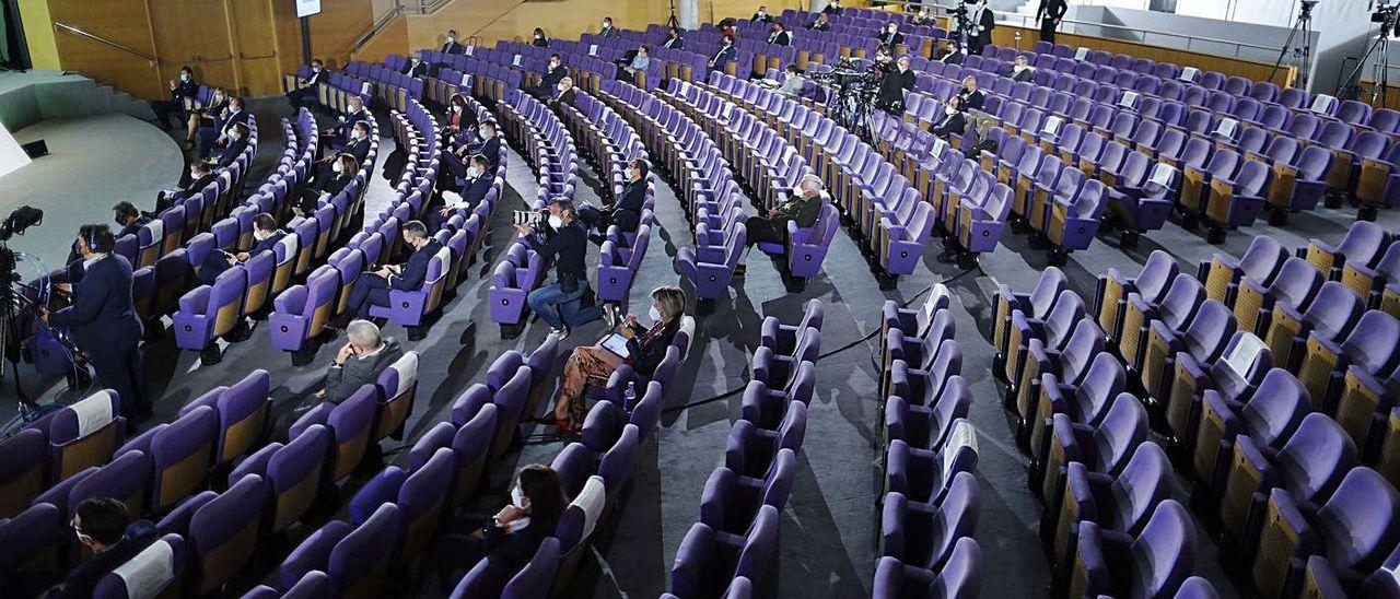 Sala casi vacía del Palacio de Congresos donde se celebró la junta, ayer.