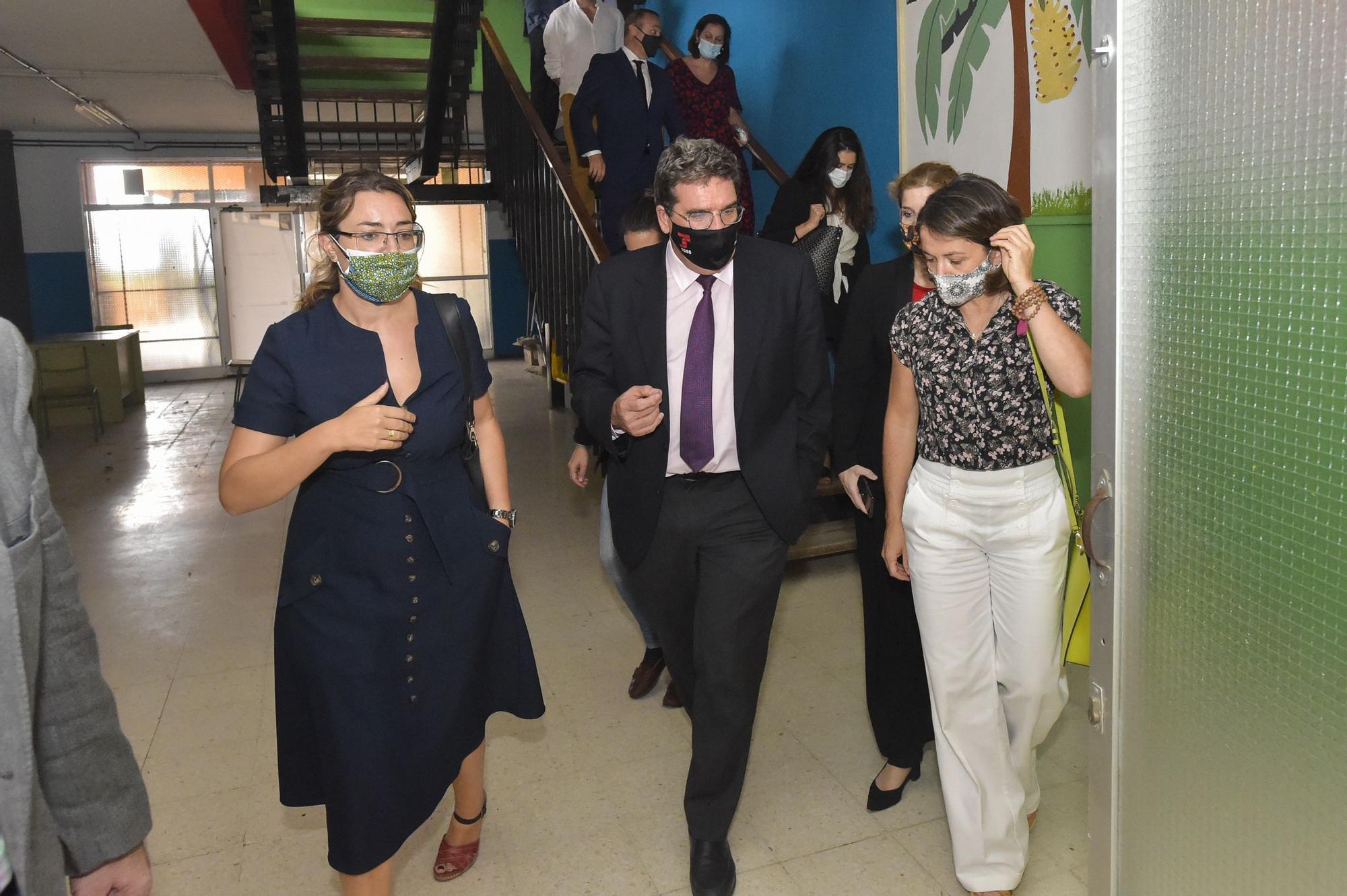 El ministro José Luis Escrivá visita el Colegio León