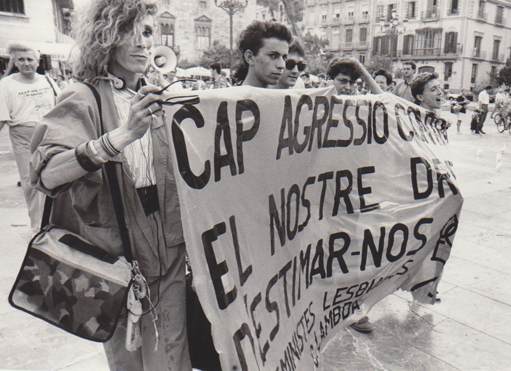 Concentración en 1990 por el día del Orgullo en la plaza de la Virgen