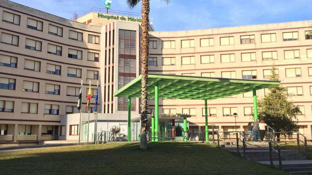 El hospital de Mérida incorpora un arco portátil para hacer radiografías