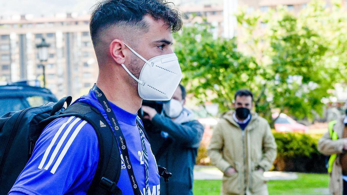 Tejera, antes de subrise al bus del Real Oviedo rumbo a Gijón