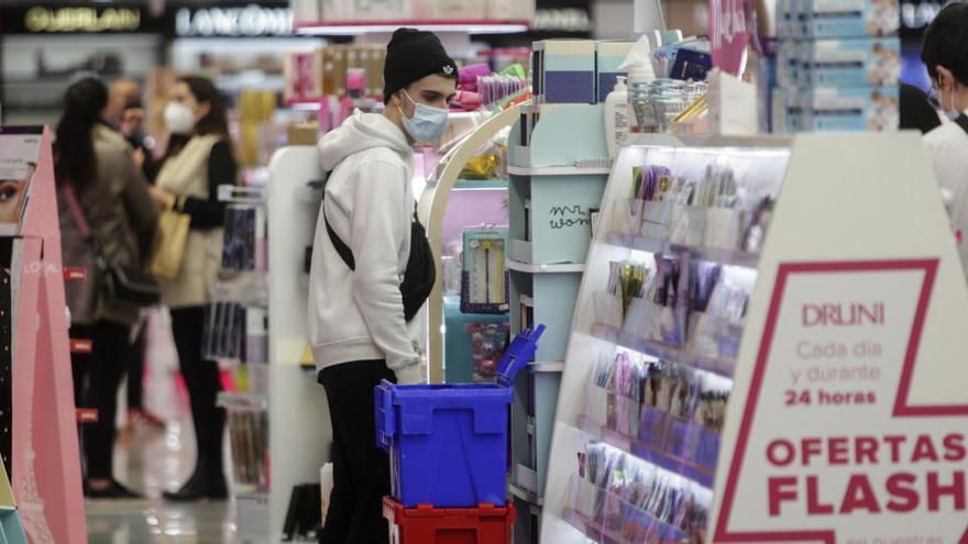 La actividad privada repuntó en diciembre con el avance de las vacunas, según el índice PMI