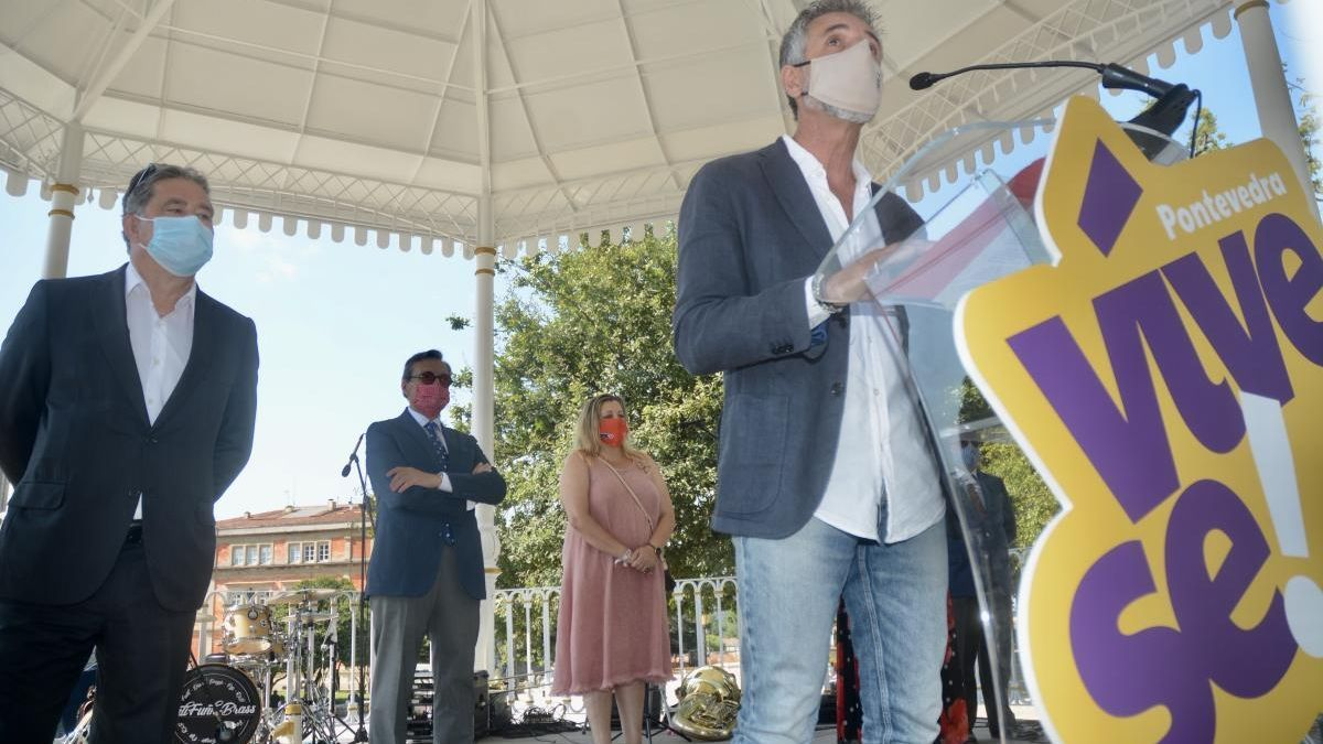Pepe Solla durante el pregón en el palco de la Alameda.