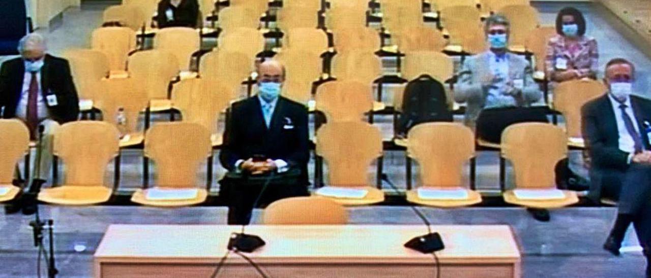 Parte de los imputados en el procedimiento, ayer, en la Audiencia Nacional.