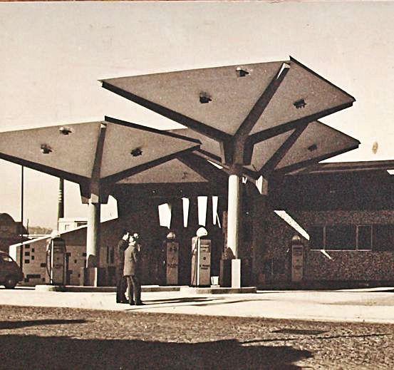"""Estación  de servicio """"Mayfer"""", en la avenida de Portugal."""