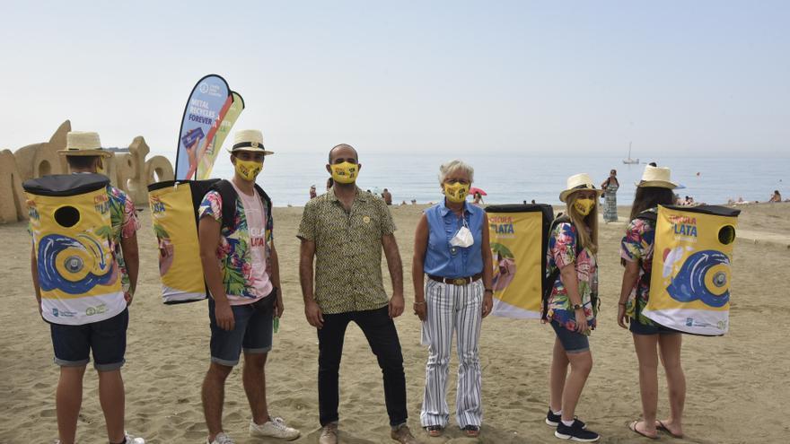 Málaga impulsa el reciclaje en sus playas con la campaña medioambiental 'Circula tu lata'