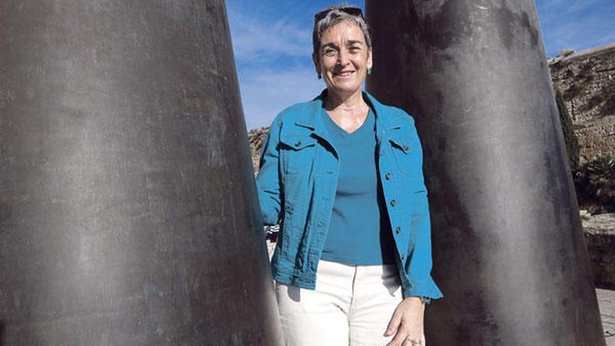 Ulrike Lunacek: ein Regenbogen-Schal für den Papst