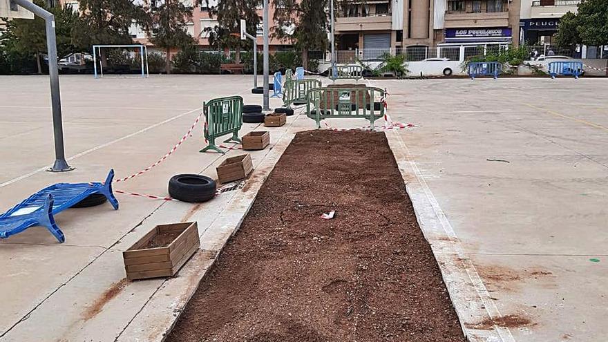 El Ayuntamiento amplía las zonas verdes y de sombra en doce colegios