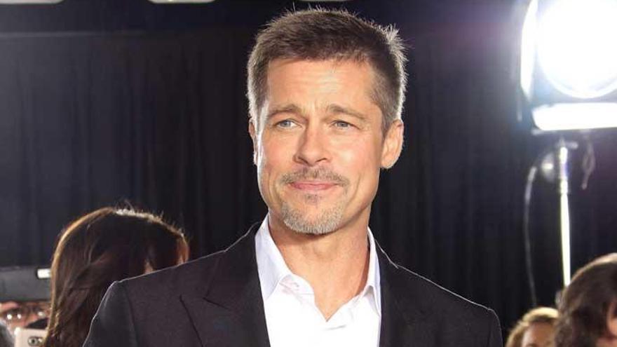 Brad Pitt reaparece tras su divorcio en la premiere de 'Aliados'