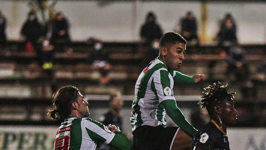 Partido de Tercera División de fútbol en Asturias: El Caudal recibe a un Lenense en racha con el objetivo de regresar al tercer puesto