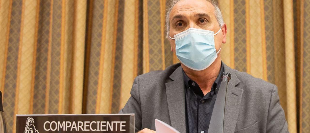 El profesor Gómez Gil, en el Congreso