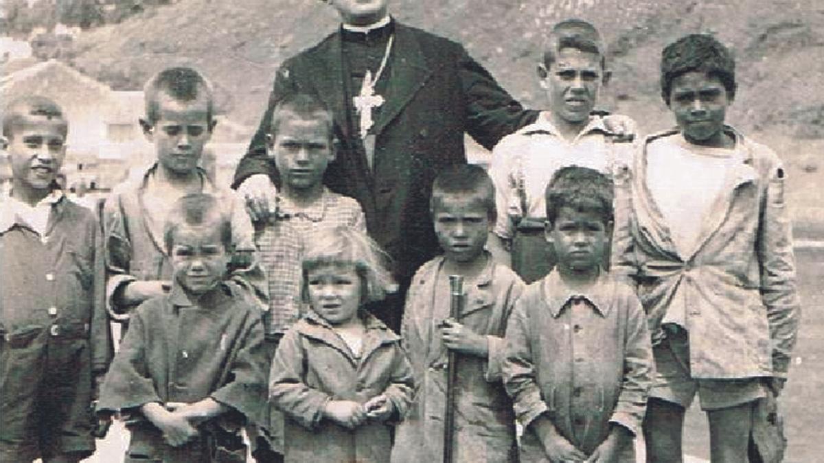 Bishop Pildain surrounded by children