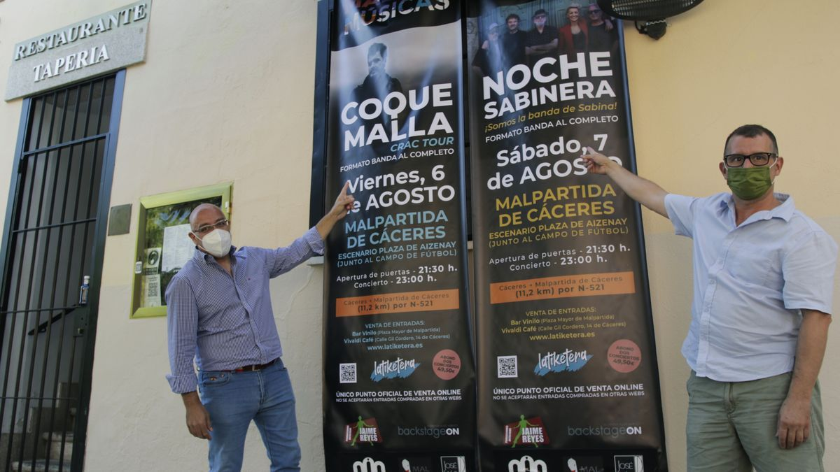 El promotor, Carlos Ortiz, y el concejal de festejos del ayuntamiento de Malpartida, Diego Caballero, en un acto de presentación del festival