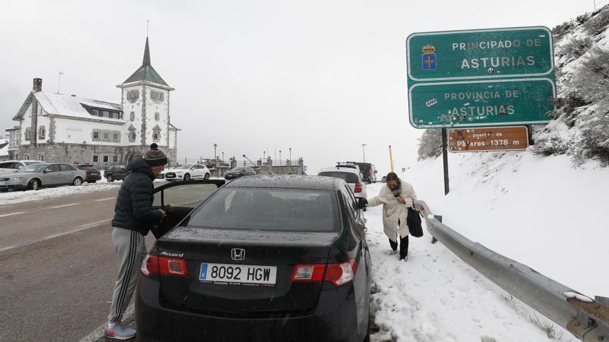 El anuncio de nevadas obliga a desplegar el operativo invernal en carreteras de Asturias