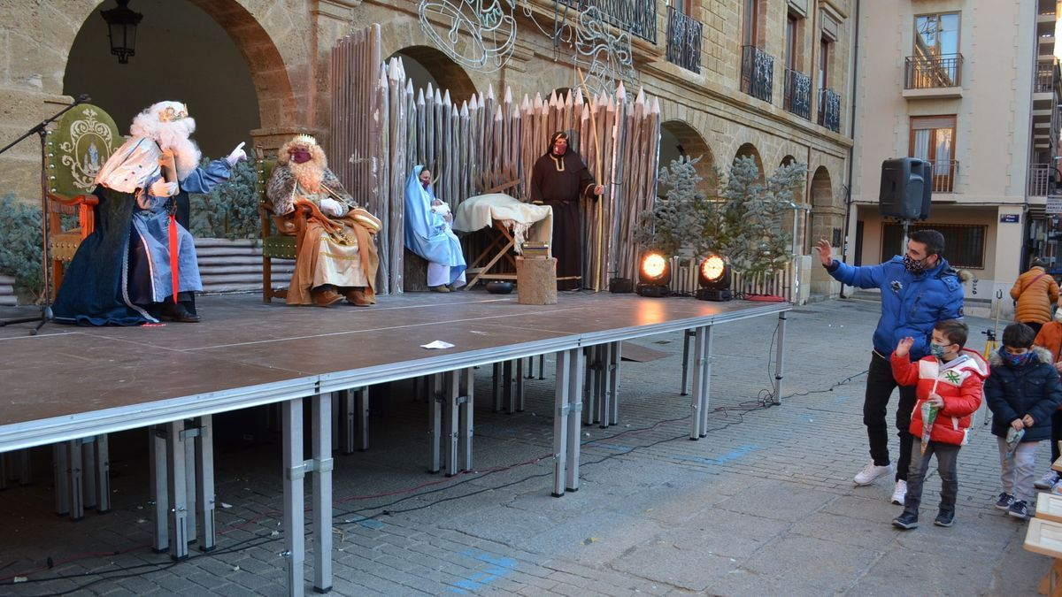 Los Reyes Magos reparten ilusión a los niños de Benavente y comarca. / E. P.