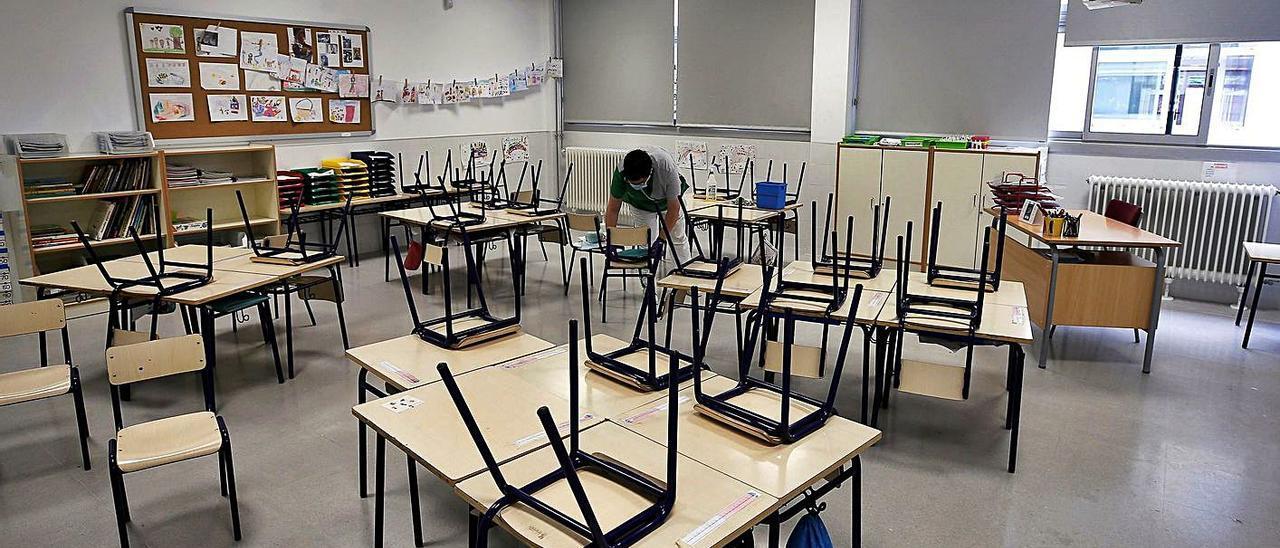 Interior de un aula en un centro escolar de València. |  EFE/MANUEL BRUQUE