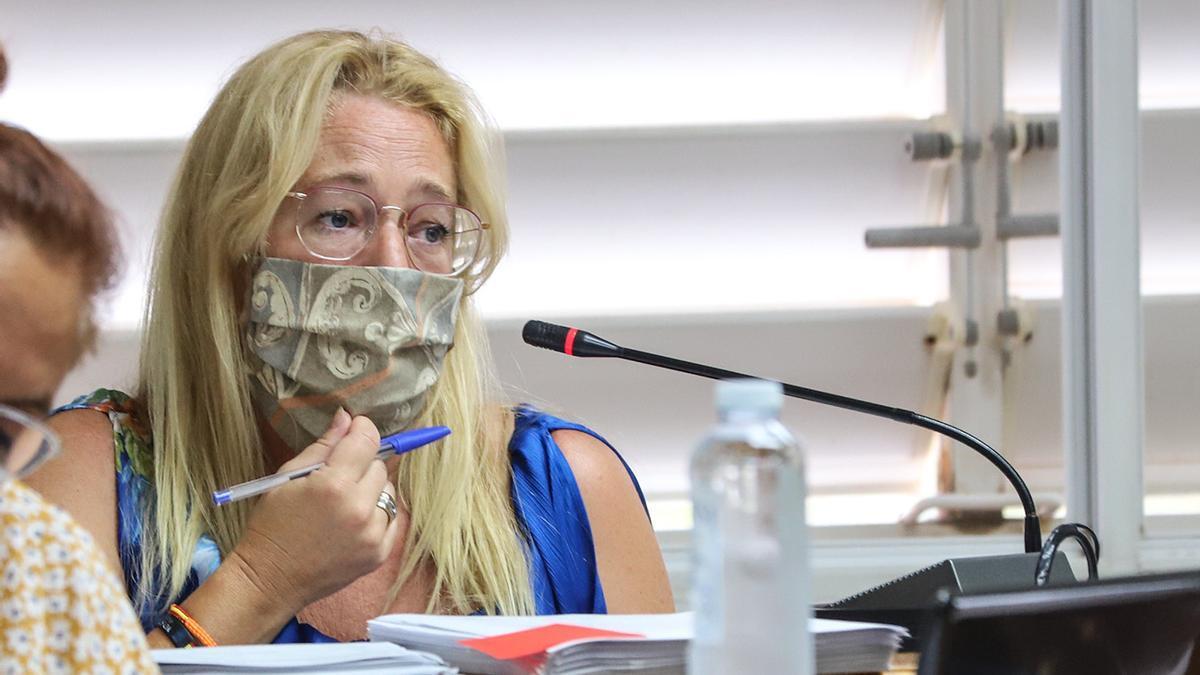 Pilar Gómez Magán, portavoz de Ciudadanos, durente un pleno del Ayuntamiento de Torrevieja el pasado verano