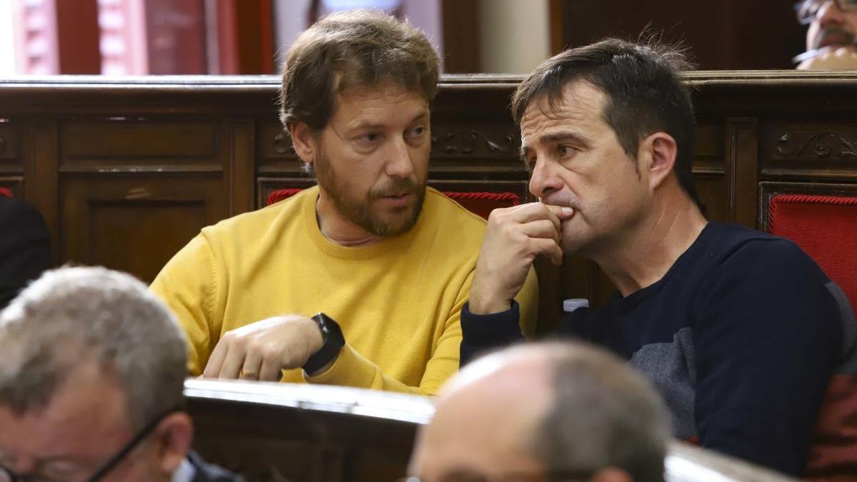 Raúl Castillo y Salva Montesinos en un pleno de Sagunt
