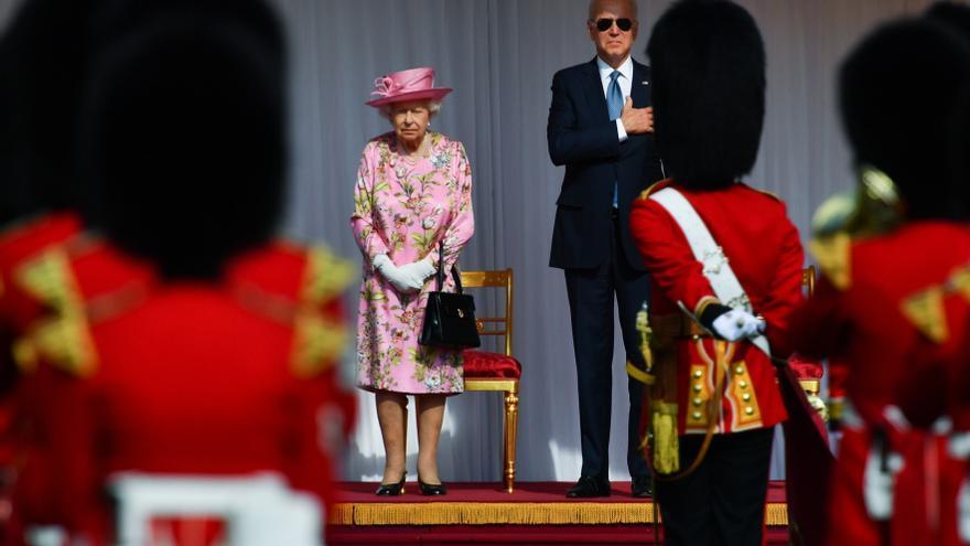 Isabel II recibe a los Biden en Windsor y estos la invitan a la Casa Blanca