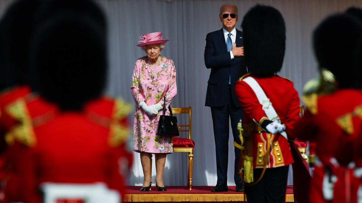 La reina Isabel II recibe a Joe Biden