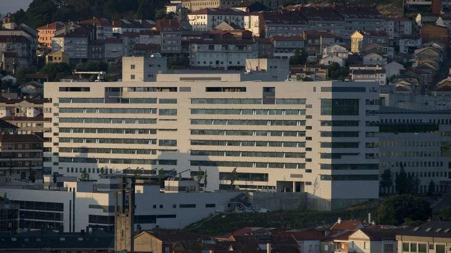 Tres empresas optan a redactar el proyecto de un nuevo edificio de hospitalización