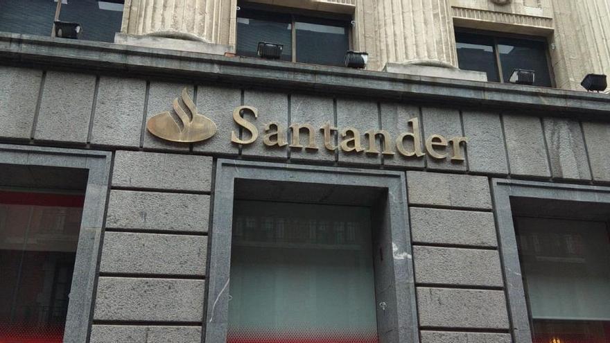 Banco Santander inicia la negociación para un ERE por razones económicas
