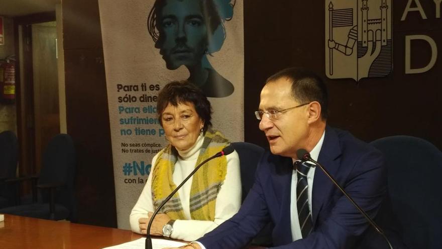 Mercedes Martín junto a Ángel Blanco en la jornada sobre violencia de género celebrada en Zamora.
