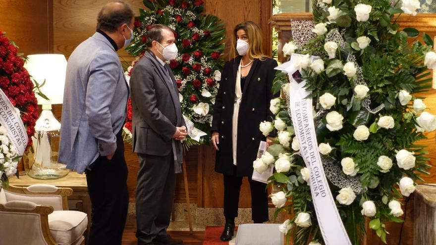 Caballero acompaña a la familia de Carlos Mantilla en el velatorio