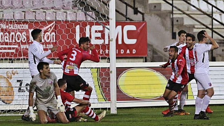 Momento del gol de Coque, en la última jugada de partido.