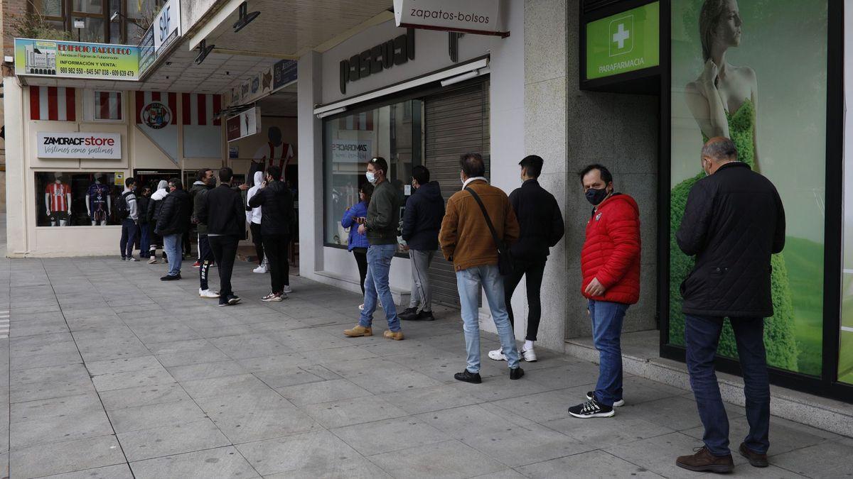 Colas para adquirir entradas en Zamora.