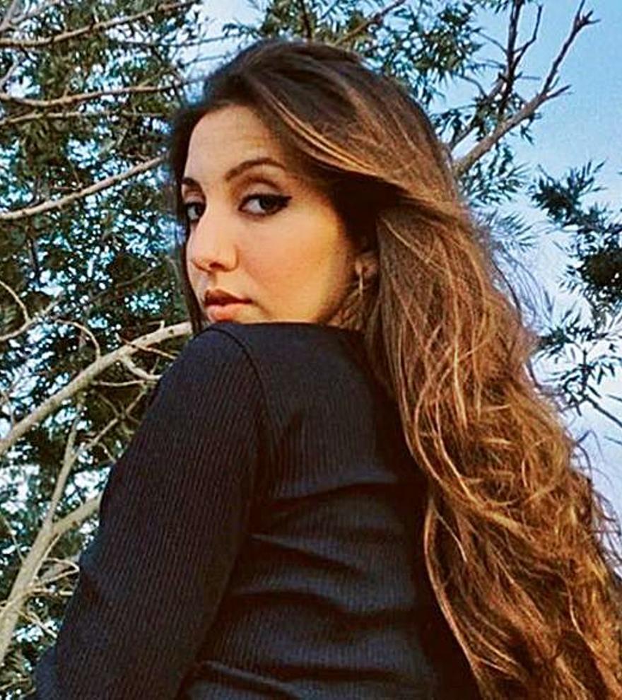 """Lucía Fernanda, hija de Antonio Carmona y Mariola Orellana, pide paso con """"Bailando con mi gente"""""""