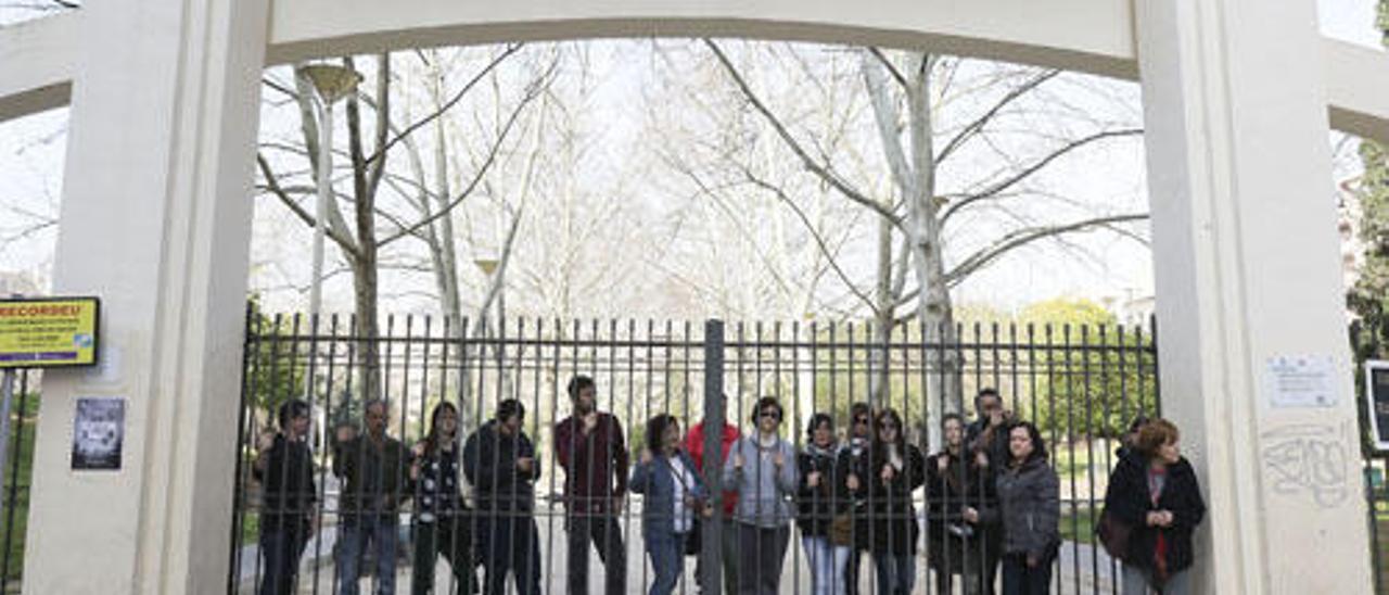 Políticos y vecinos paralizan el inicio de la polémica reforma del parque de Sant Pere