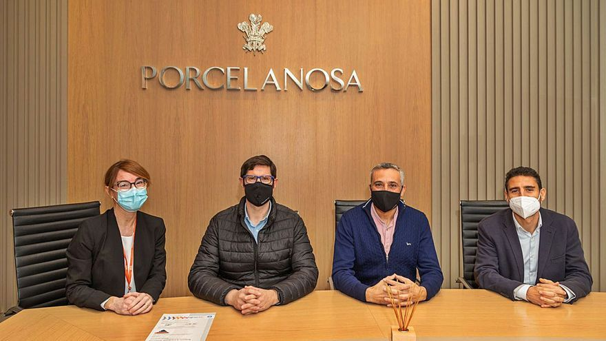 Noelia Martínez, Tomás Navarro (SGS), Jorge Fabregat (Porcelanosa), Salvador Giner (Porcelanosa).  | LEVANTE-EMV