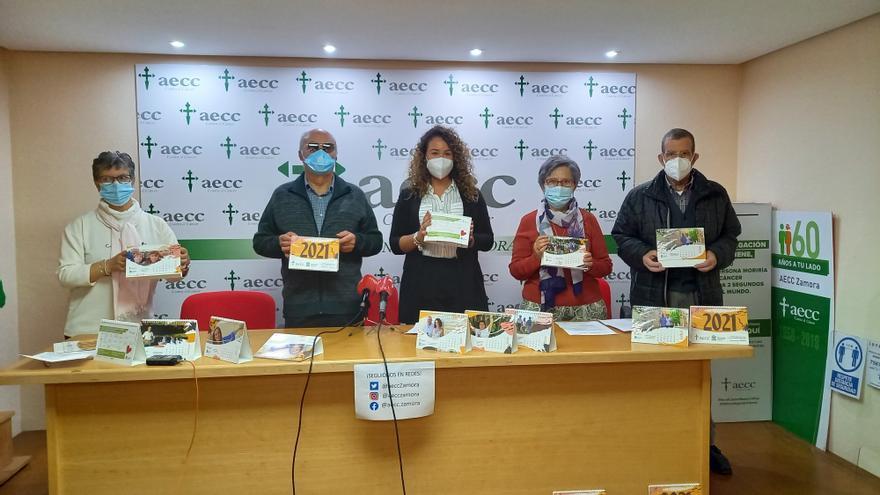 Doce pacientes con cáncer de Zamora, protagonistas del calendario 2021
