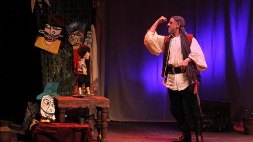 Cándido Producciones Teatrales interpretando 'La isla del tesoro'.