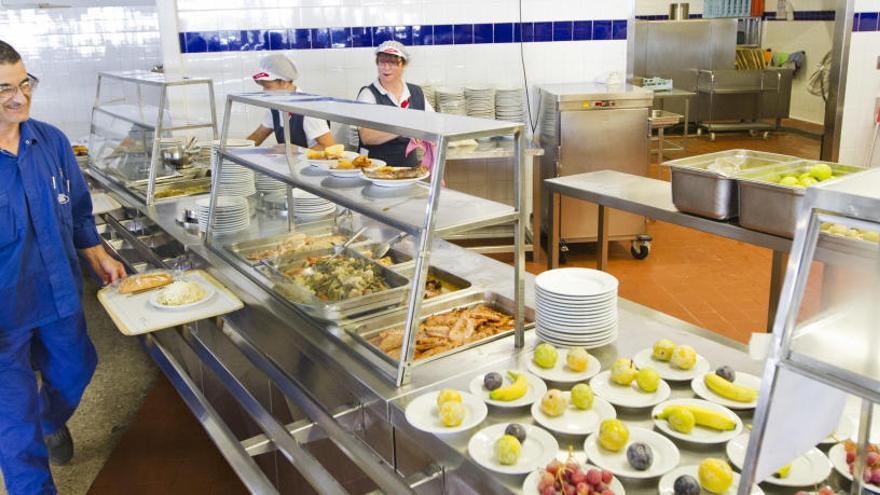 Esto es lo que pagan los trabajadores de Ford por un menú en una de las cantinas